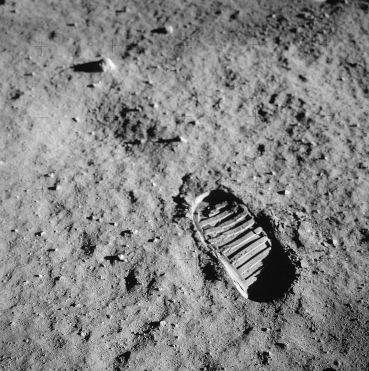 Neil-Armstrongs-footprint-in-lunar-soil-?-NASA--740x743.jpg